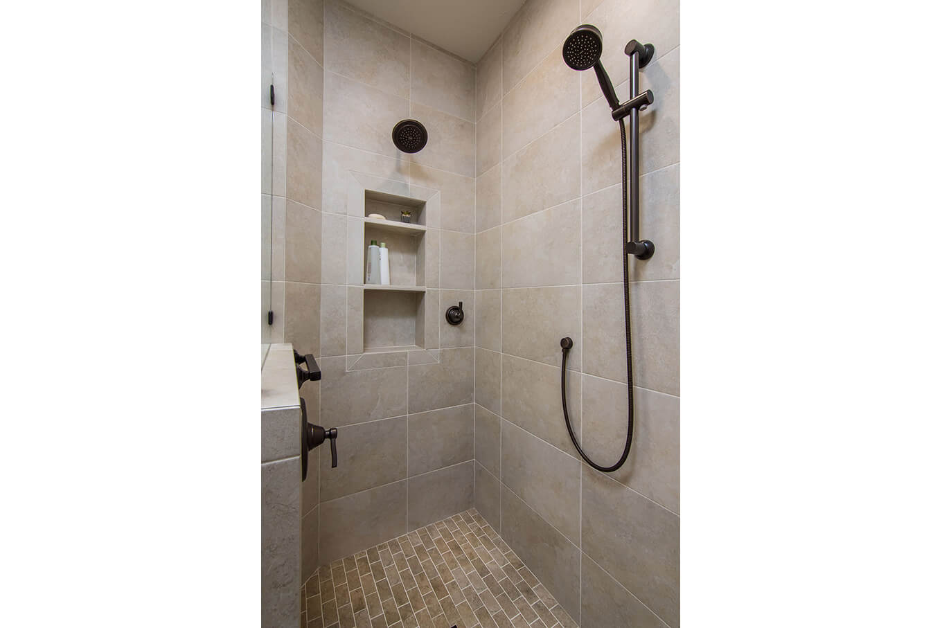 Brookshire_Bathroom_00004